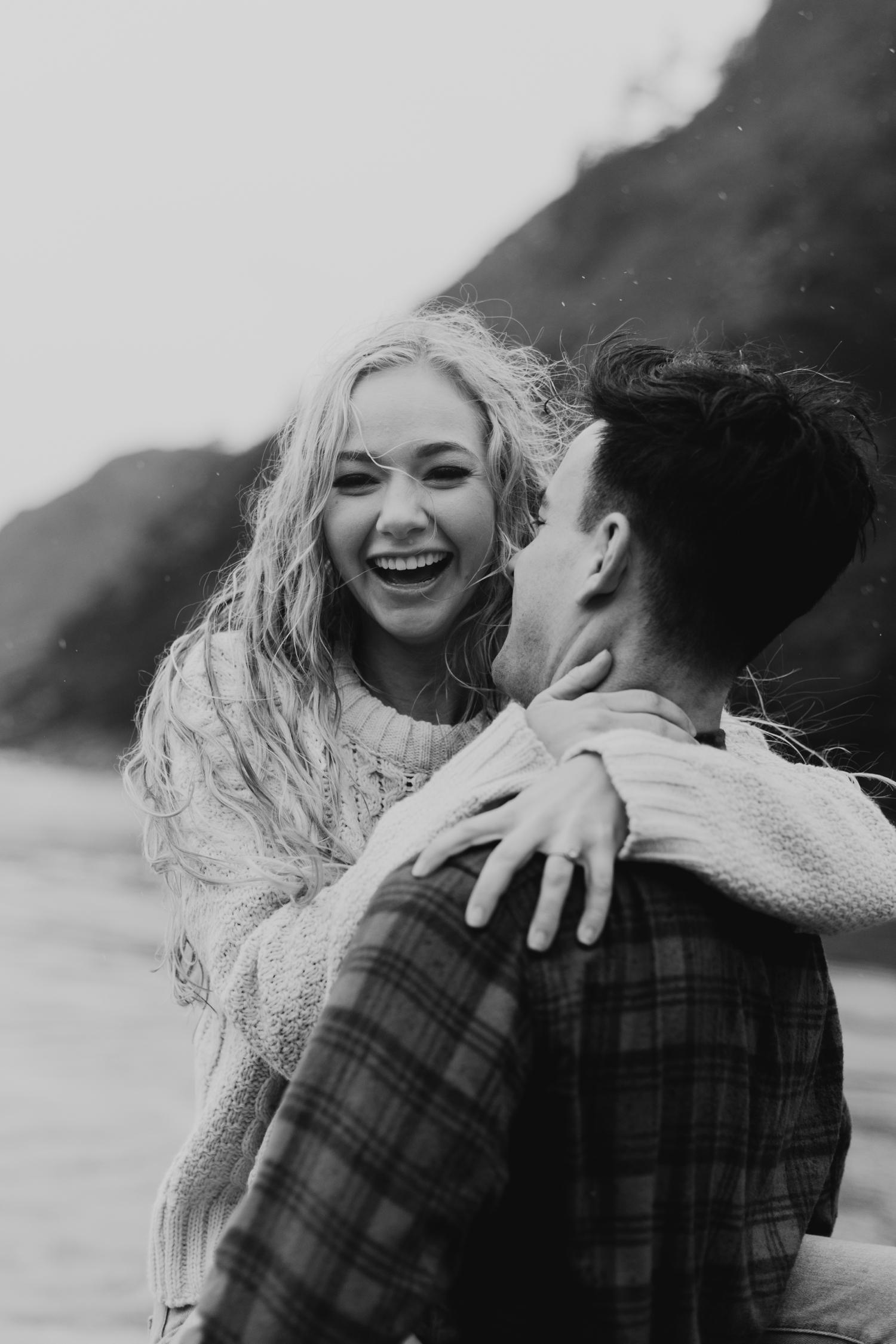 rainy-oregon-coast-adventure-couples-photography-2018-05-02_0102.jpg