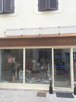 Le Cavon de Baccus wine shop on Rue Crébilllon