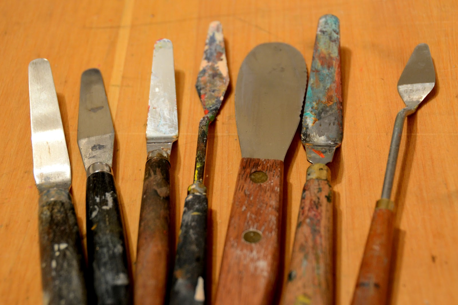 Examples of different palette knifes