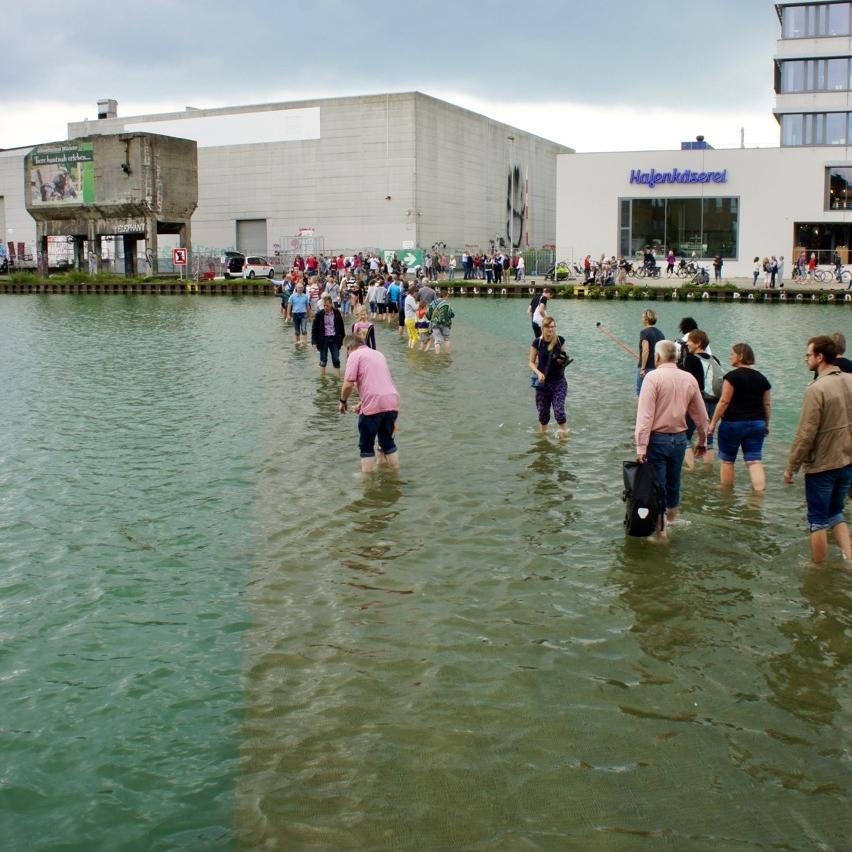 Ayşe Erkmen -   On Water