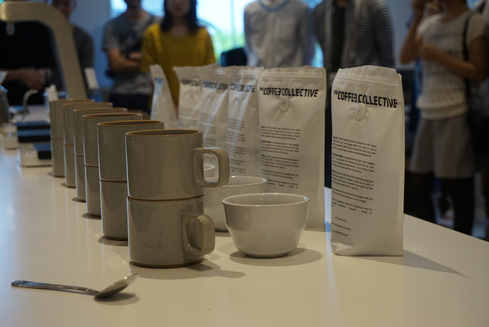 (テーブルに並べられたThe Coffee Collectiveのコーヒー豆)