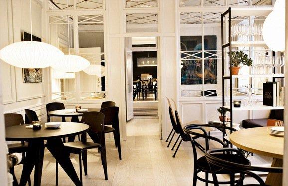 公式Facebook ページより 。こちらもデンマークらしい明るくて開放的な店内。