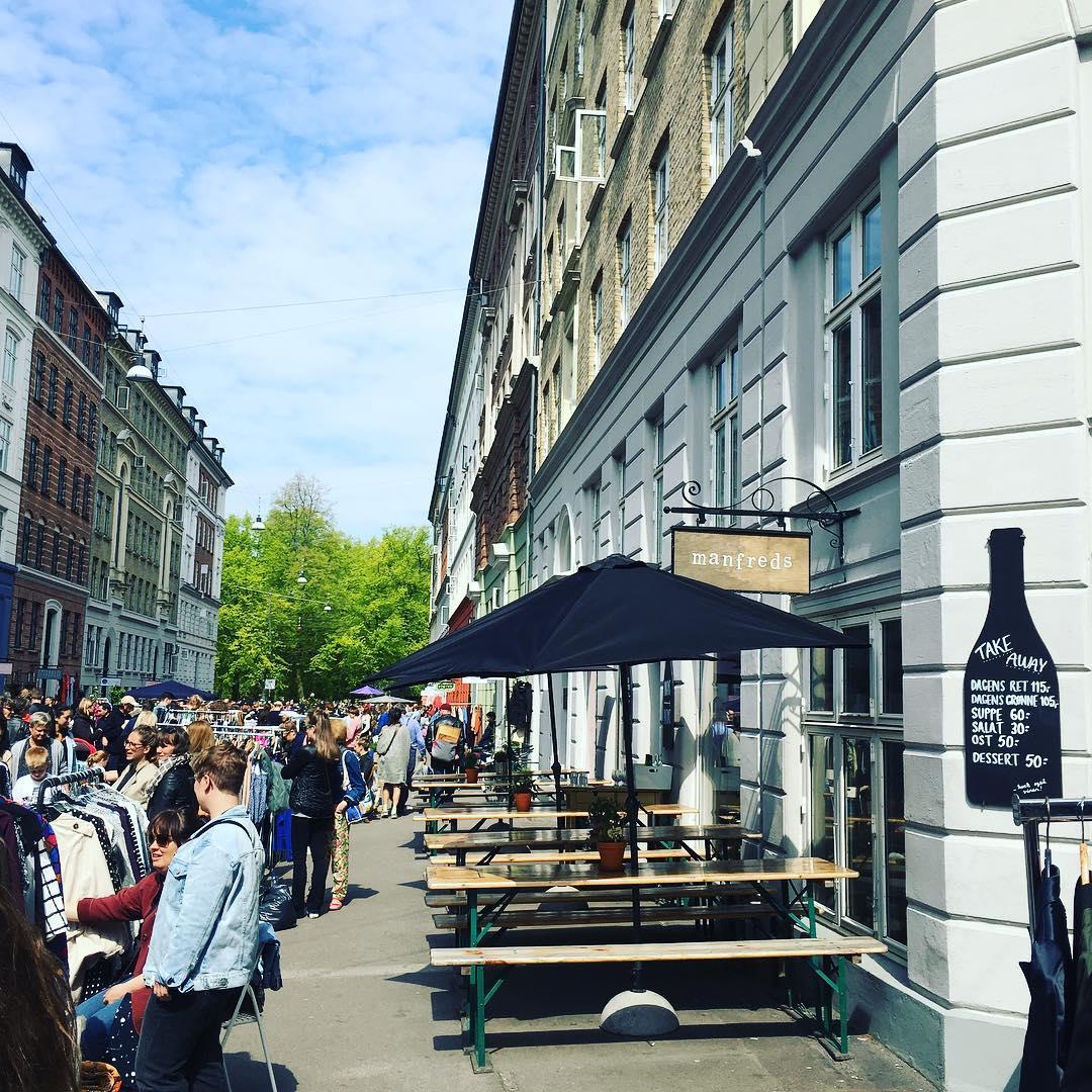 公式インスタグラム   @manfredscph  より。様々なショップが立ち並ぶJægersborggadeではイベントも盛ん!