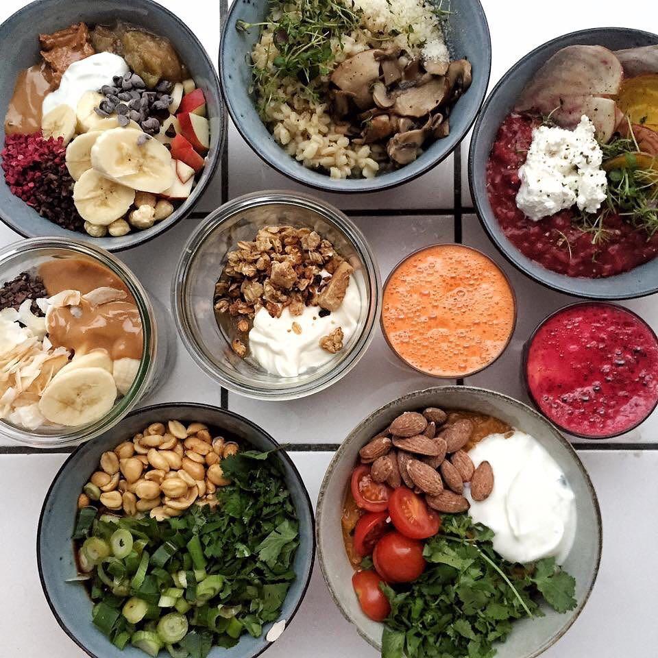 公式インスタグラム   @aarhuscentralfoodmarket   より。デンマークの一般的な朝食であるポリッジ(オートミールのお粥)専門店   @groedcph   もテナントで入っている。