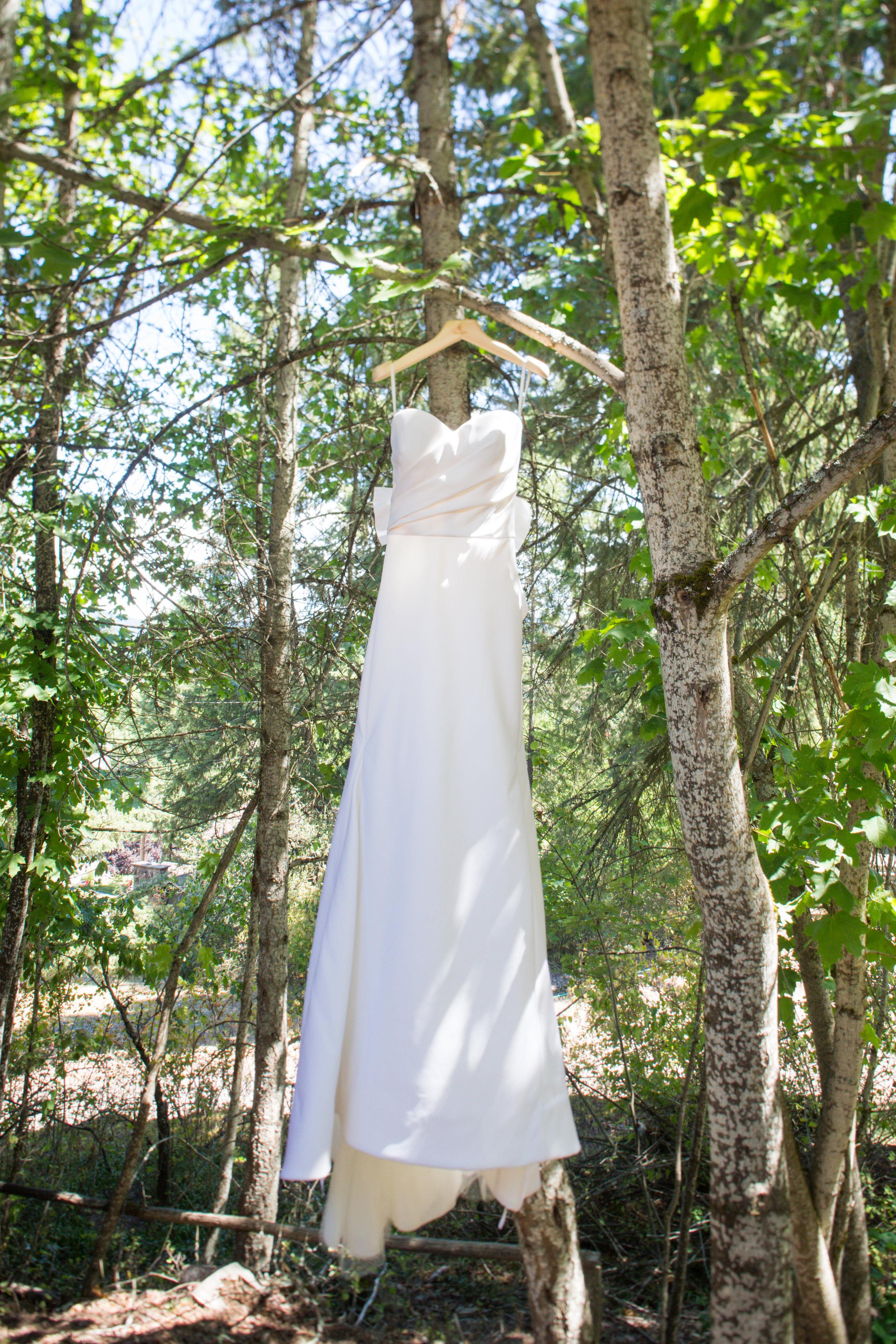 Photo by  Zach Mathers Photography of a  Vera Wang  wedding dress
