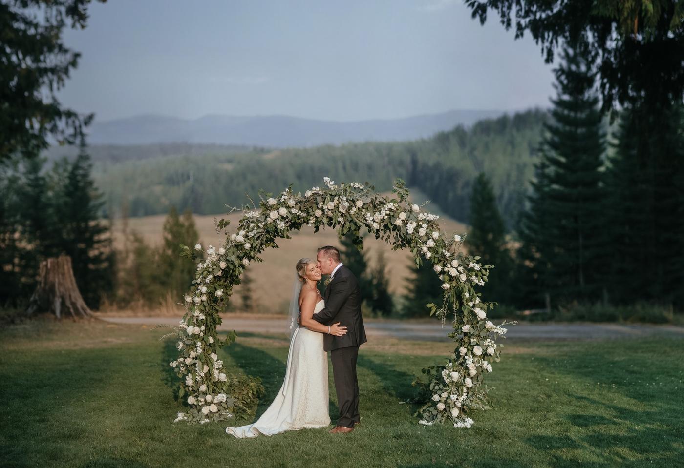 round ceremony arch wedding planning