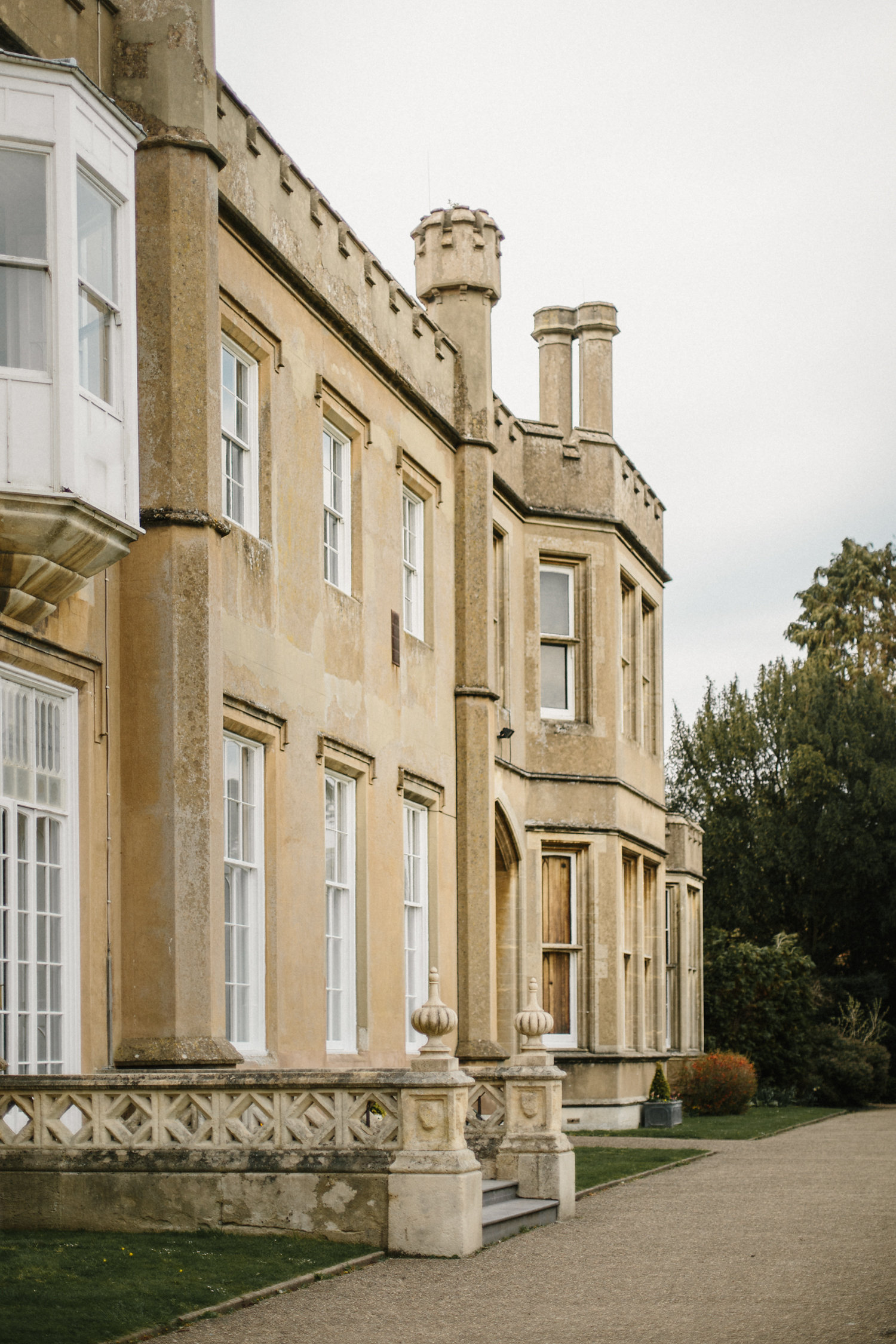 nonsuch-mansion-featured-magnoliarouge-oncewed-wedhead-hire