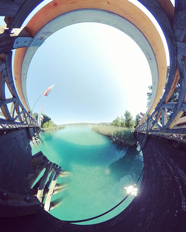 Chillen am See #wörthersee #Österreich #austria #lake #clearwater #kärnten #summer #summertime #azurblau #360 #360photo #360photography #360sphere #sphere #mi #misphere #planet #lifein360 #littleplanet #tinyplanet #360insta #insta360 #holliday #bluewater #fish