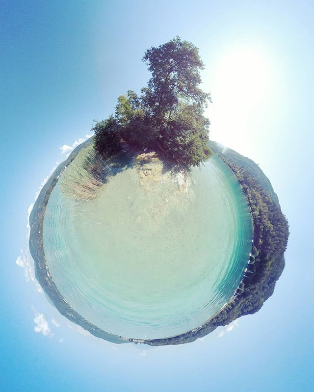 Einsame Indsel #wörthersee #Österreich #austria #lake #kärnten #summer #summertime  #360 #360photo #360photography #360sphere #sphere #mi #misphere #planet #lifein360 #littleplanet #tinyplanet #360insta #insta360 #holliday #bluewater #pearl #bluepearl #beautiful #travel #island #lonleyisland #lonley #nofilter