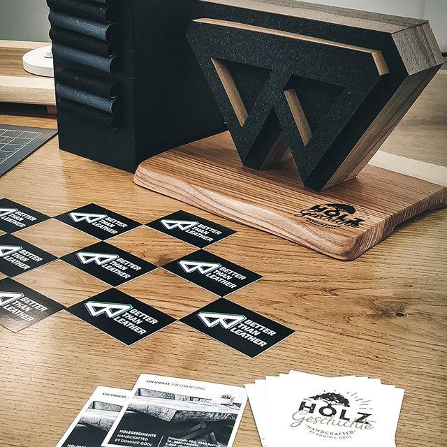Ein weiterer Messetag geht zu Ende. Morgen habt ihr noch einmal die Gelegenheit uns am #kunst_designmarkt in wels zu besuchen! Wir freuen uns auf euch!  #slimwallet #keywallet #innovation #inspiration #ideas #handgemacht #handmadewithlove #handmade #minimal #minimalism #minimaldesign #produktdesign #kreativmessewels #corkleather #wels #summit #keyorganiser #vegan #geschenkideen #welovecoffee  #madeinaustria #iamfromaustria #designmarkt #urban #urbanjungle #kunstunddesignmarkt #urbandesign #handmade_love #kreativmarkt