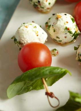 tomatoe-basil-motz-scewers.png
