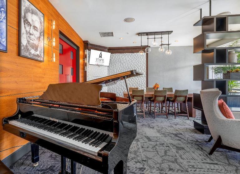 Lobby Lounge 3.JPG