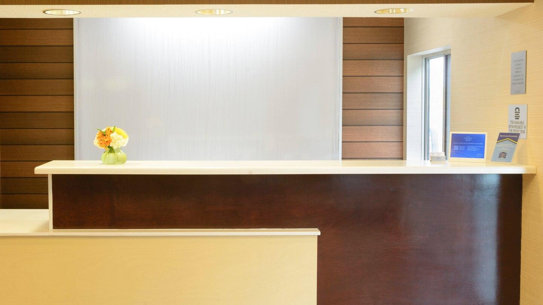 1 FFI Collinsville stlcl-desk-0014-hor-wide.jpg