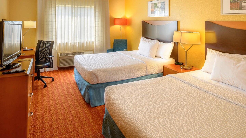 3 FFI Collinsville QQ stlcl-guestroom-0016-hor-wide.jpg