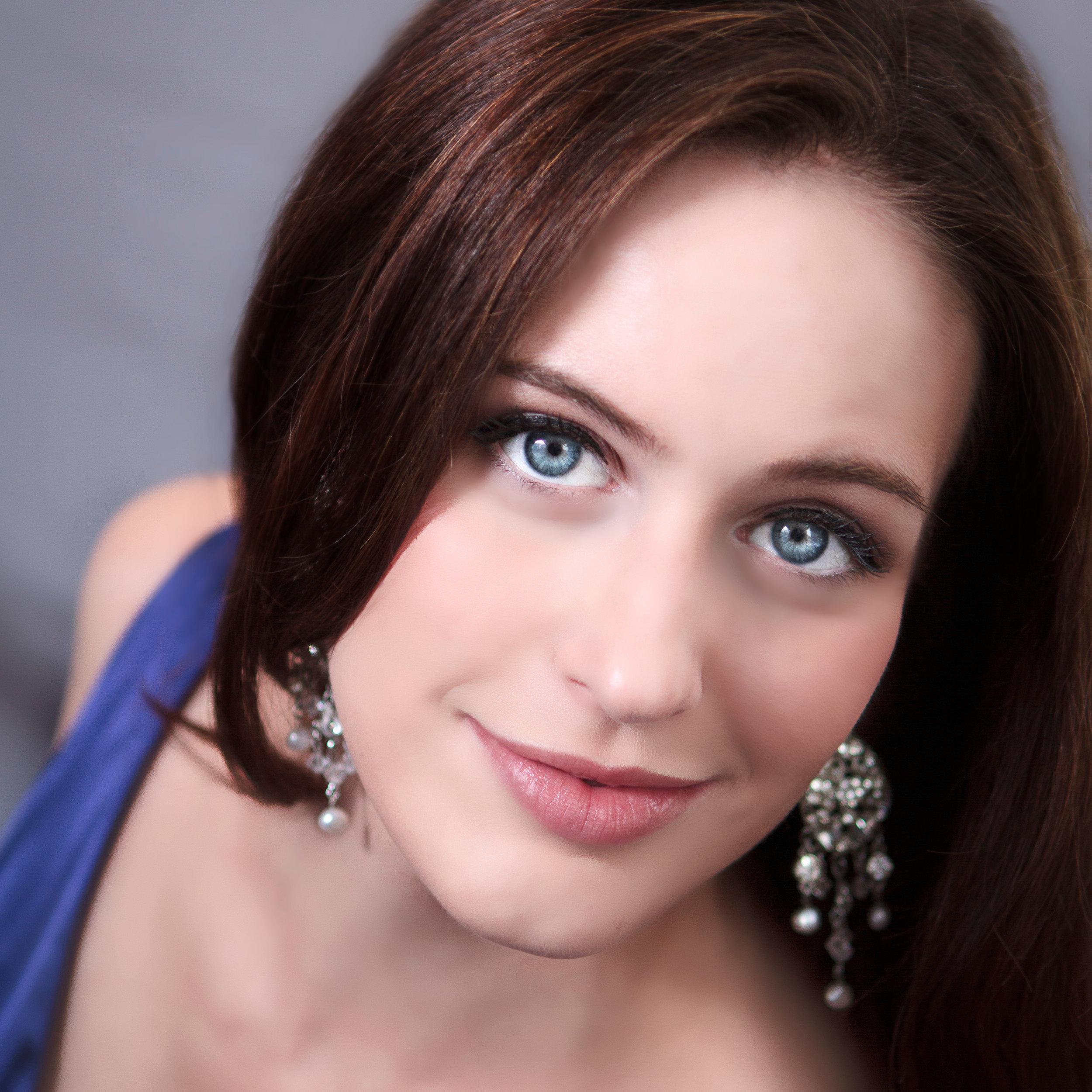Amanda Kingston headshot (High-Res) 4096x6144.jpg