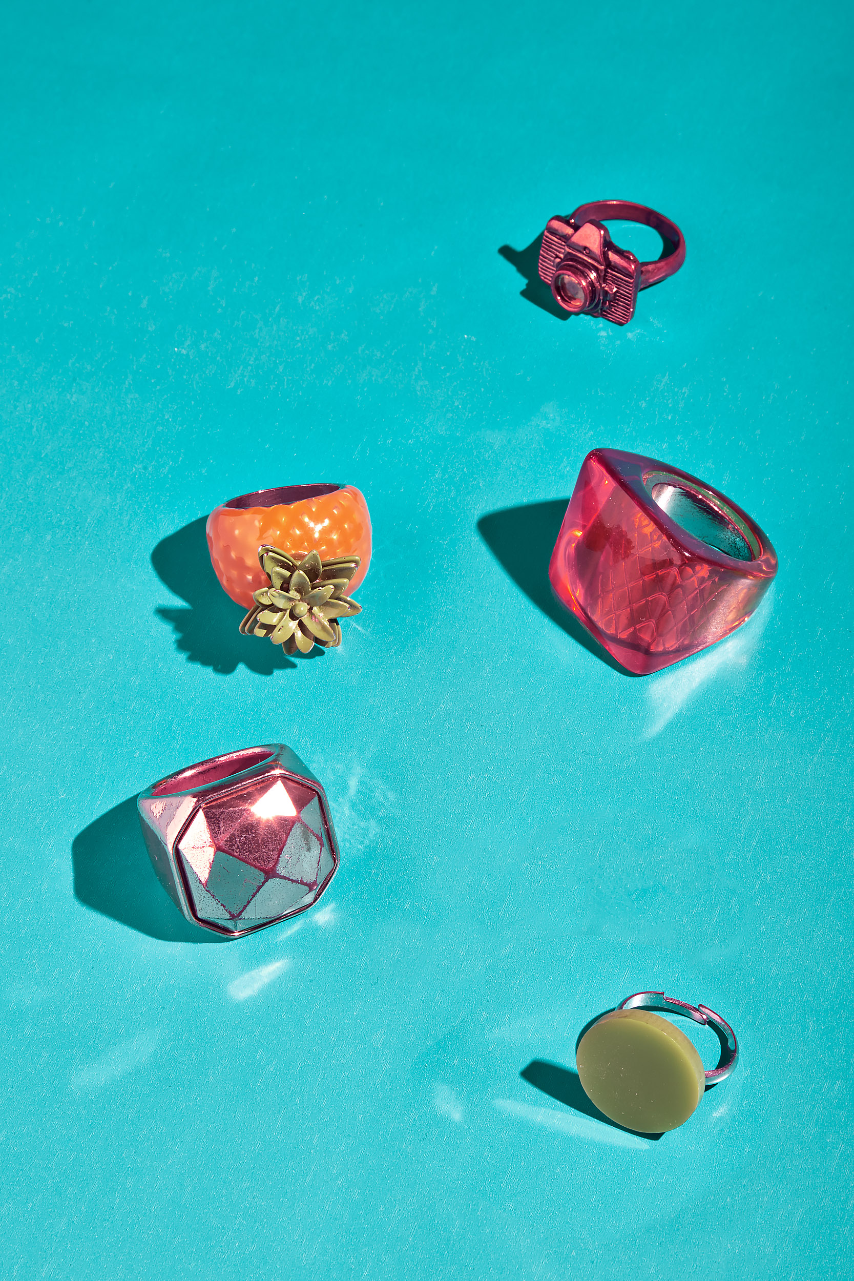 FINGERS   Sleek Magazine Berlin  Art Direction: Julian Baumann