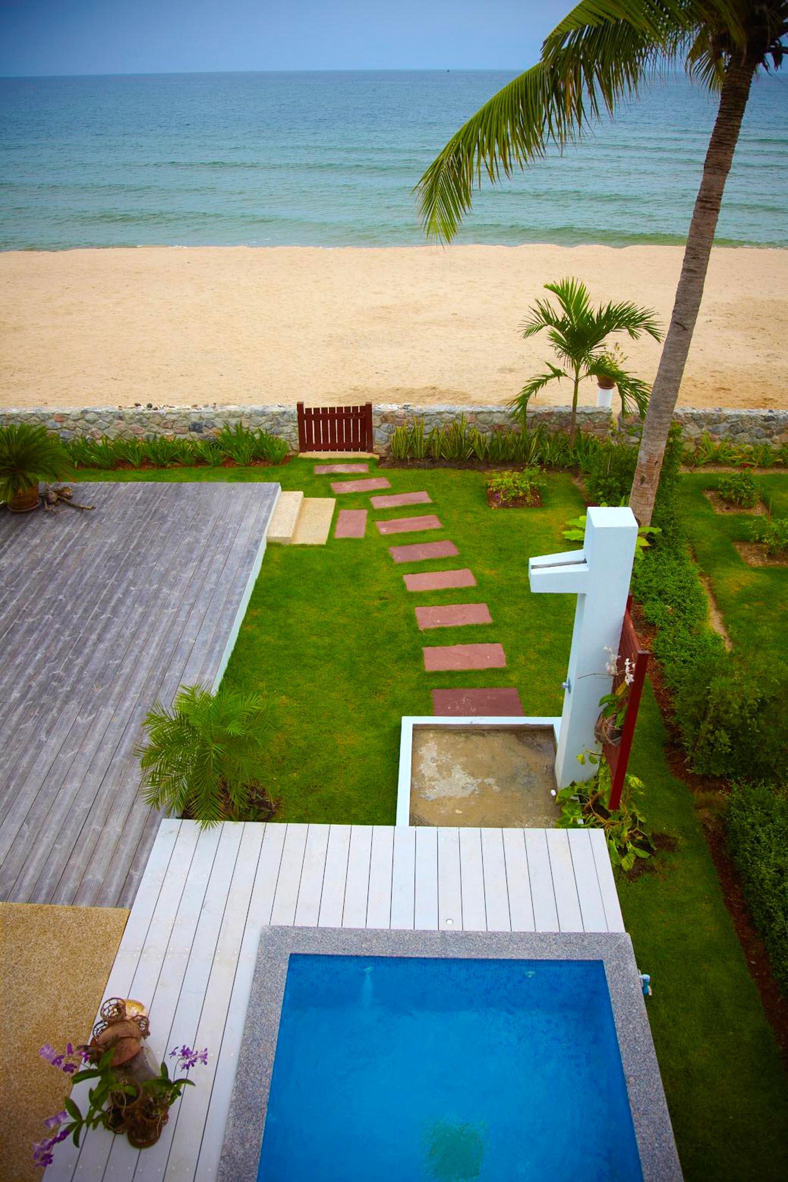 Utsikt över havet från strandhusets tak.