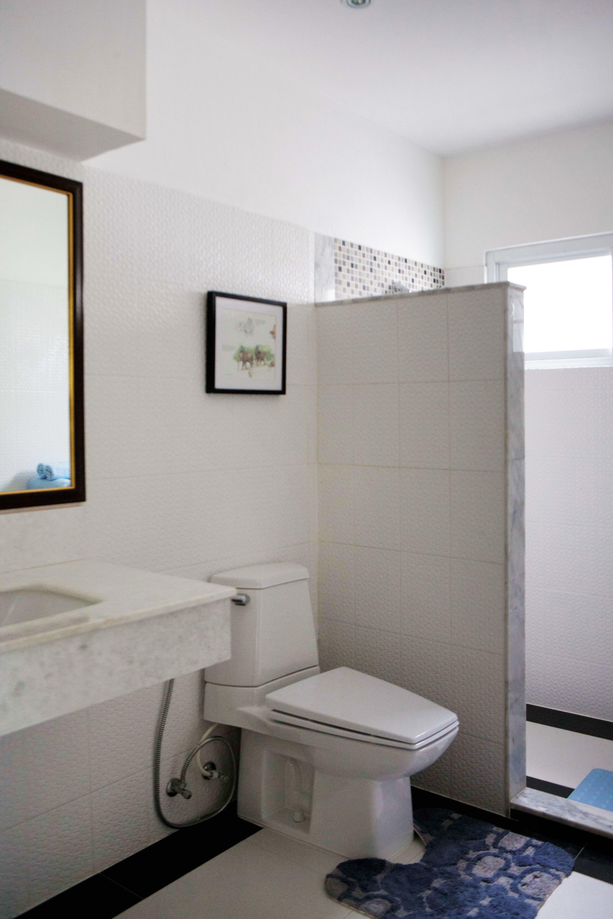 Badrummet tillhörandes sovrummet som vetter mot Burma.