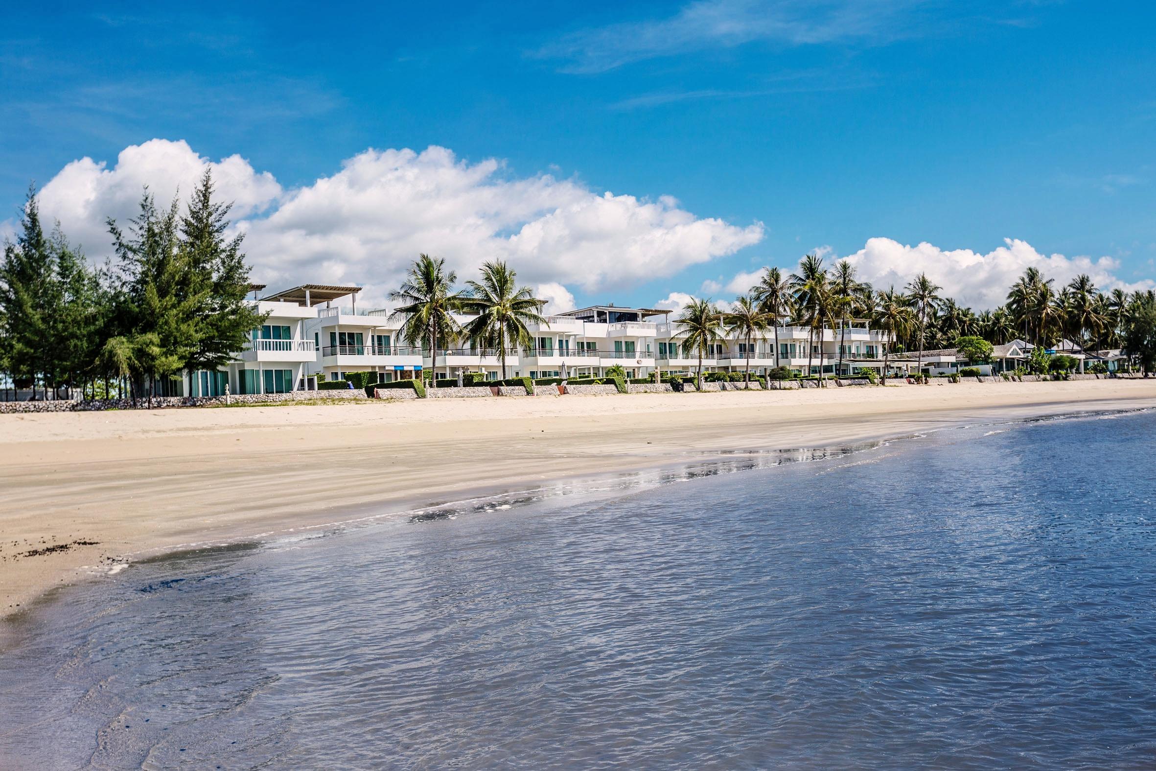 Strandhuset sett från havet.