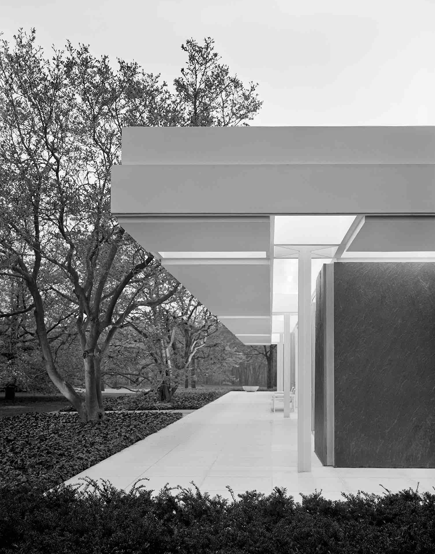 Eero Saarinen, The J. Irwin and Xenia Miller House (Columbus, IN) 1957