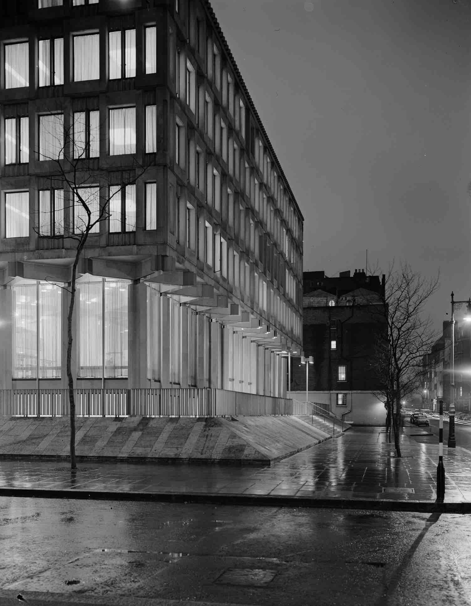 Eero Saarinen, US Embassy in London, 1960
