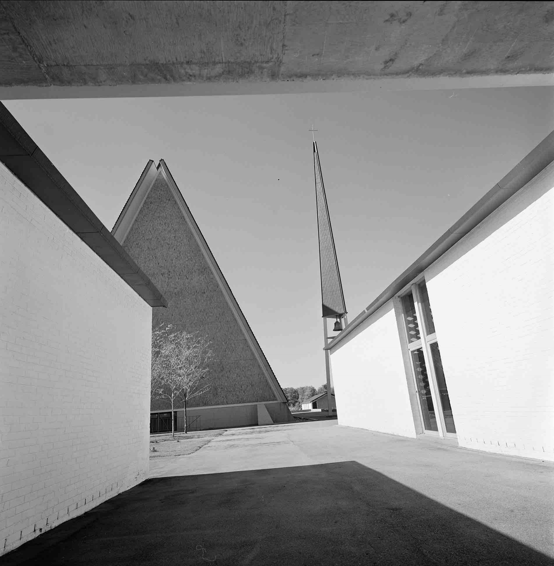 Eero Saarinen, Concordia Theological Seminary (Fort Wayne, Indiana)  1976