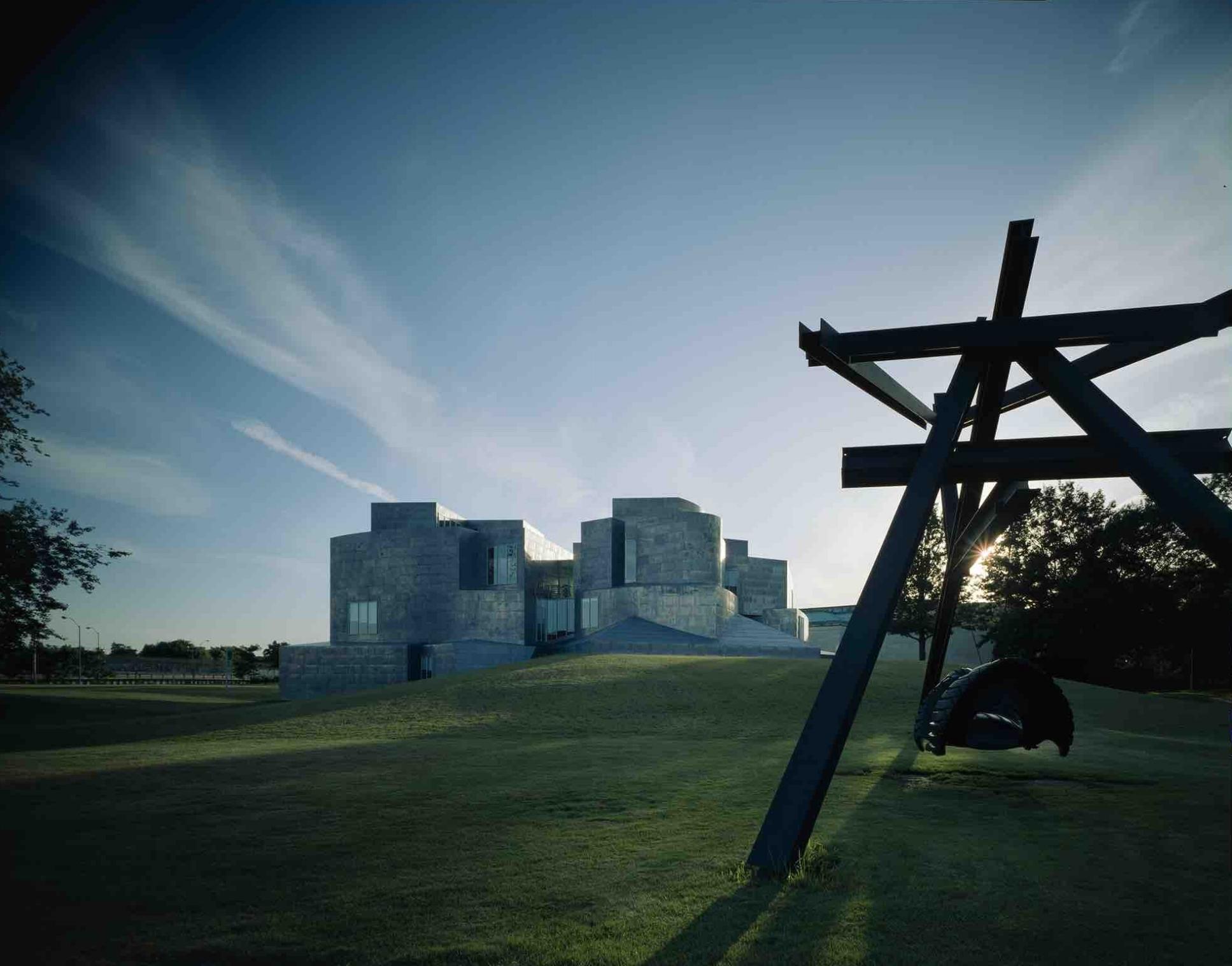 Frank Gehry, University of Toledo School of Art (Toledo, OH) 1990