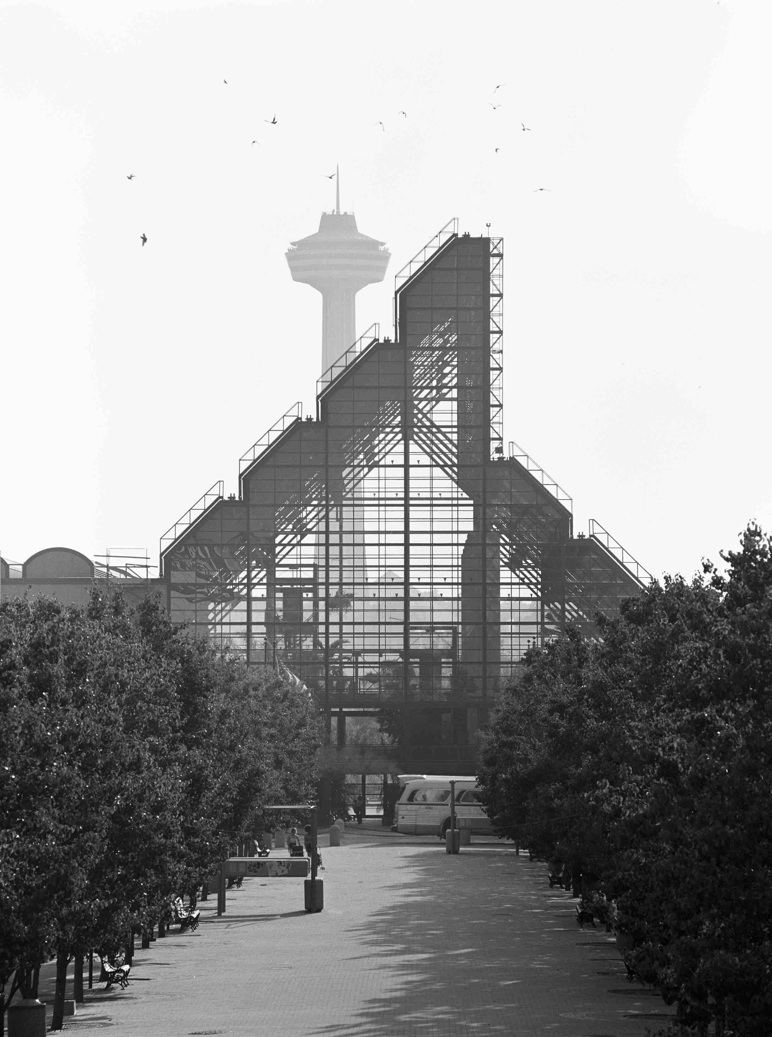 César Pelli, Rainbow Center Winter Garden (Niagara Falls, NY) 1979
