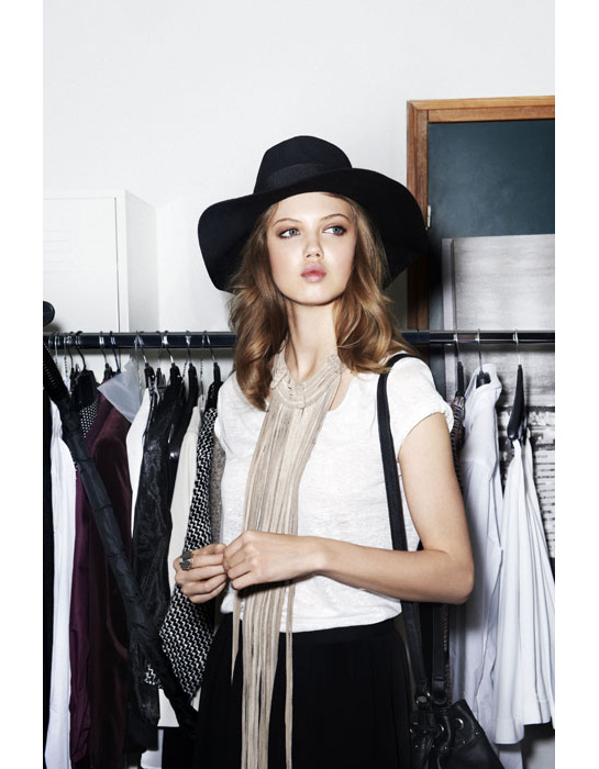 h_m_joan_smalls_liu_wen_daphne_groeneveld_lindsey_wixon_collection_capsule_chapeaux_bottines_robe_jupe_bijoux_sacs_4624_north_545x.jpg