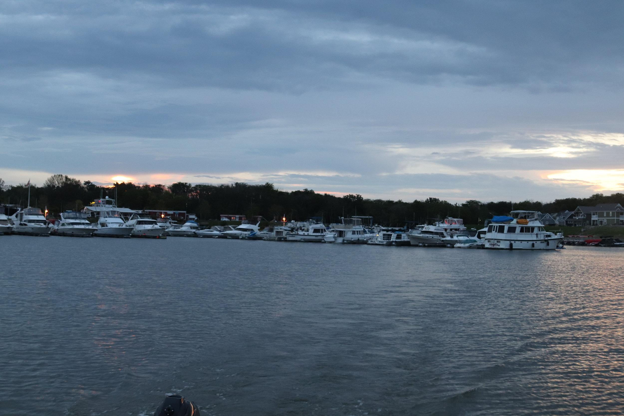 Leaving a marina full of loopers