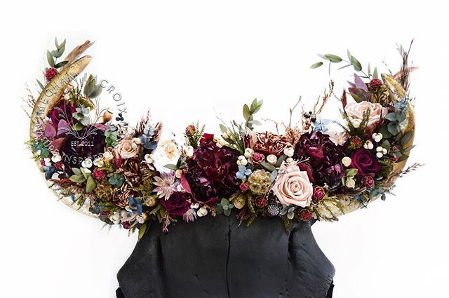 'Be your own artist, and always be confident in what you're doing' - Aretha Franklin . . . . . . . . . #flowercrown #dsfloral #dslooking #ihavethisthingwithflowers #interiordecor #interiordecorating #homedecor #texasmade #houstontexas #texas #bison #skullart #western #westerndesign #rusticdesign #rusticdecor #rusticdecoration #cowgirl #cowgirlstyle #natureporn #eclecticdecor #naturalart #designaddict #sodomino #homewithrue #luxeathome #housebeautiful #jungalowstyle #hgtv #meghanlacroix