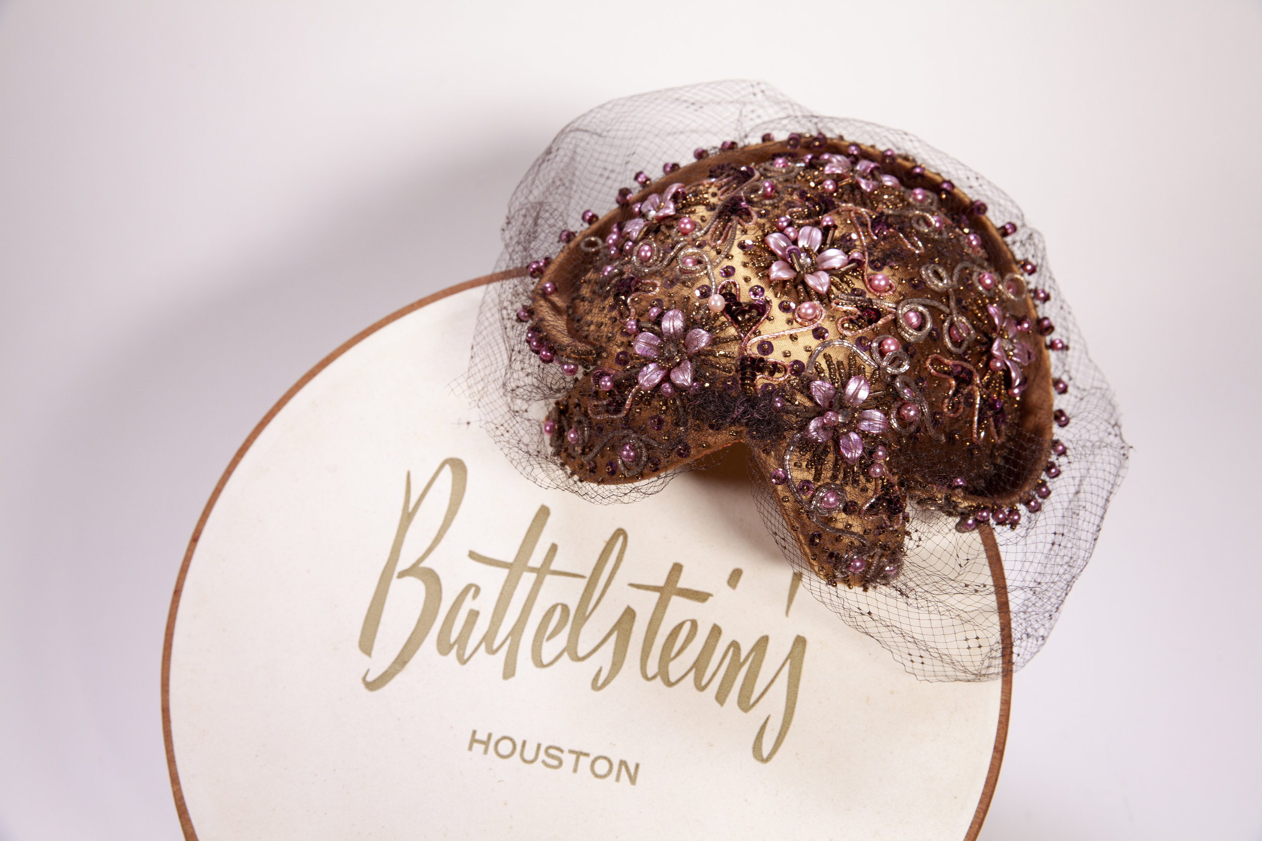 Battelstein's hats. By the mid-twentieth century, Houstonians were becoming more prosperous with the growth of the oil industry, and downtown was the leading area for retail shopping. An essential part of a middle-class woman's outfit at the time was a hat, which came in a colorful hatbox. Permanent Collection of The Heritage Society