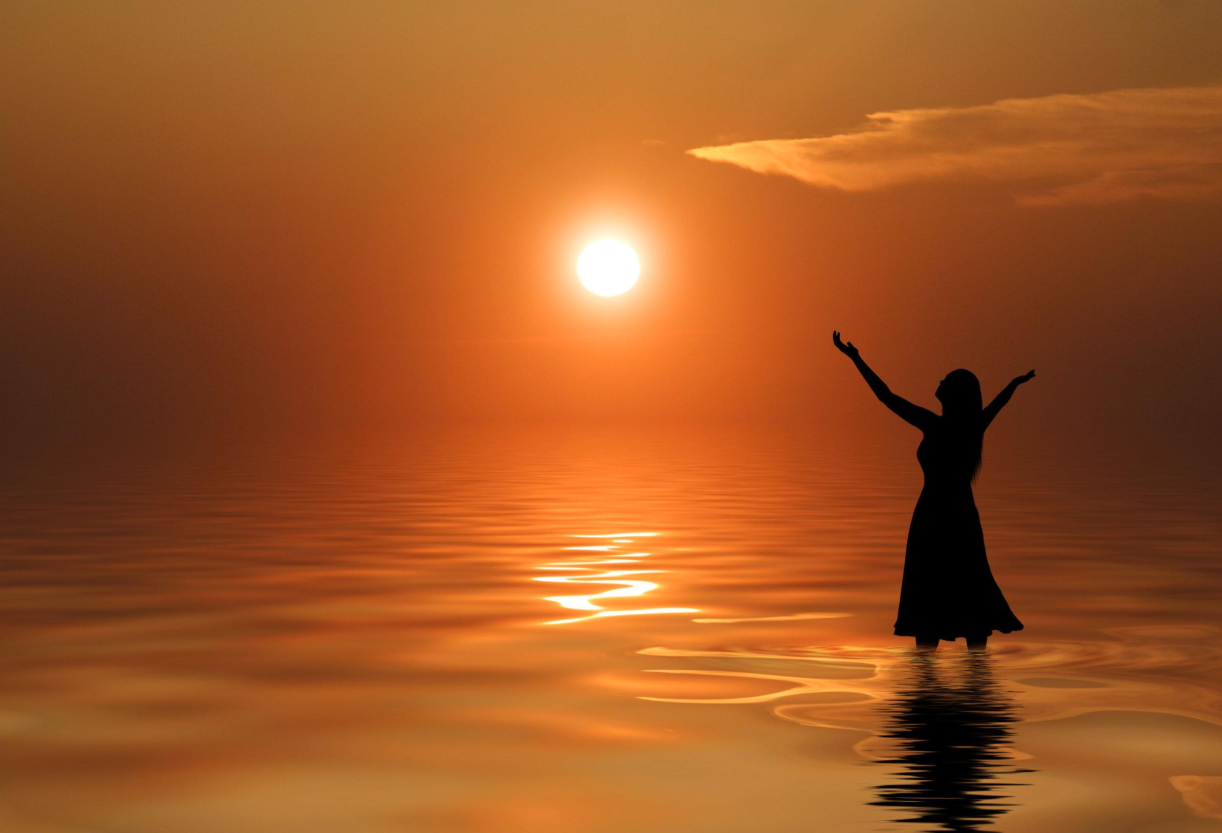 a-woman-in-a-dress-praises-at-sunset_rm85aCZgC.jpg