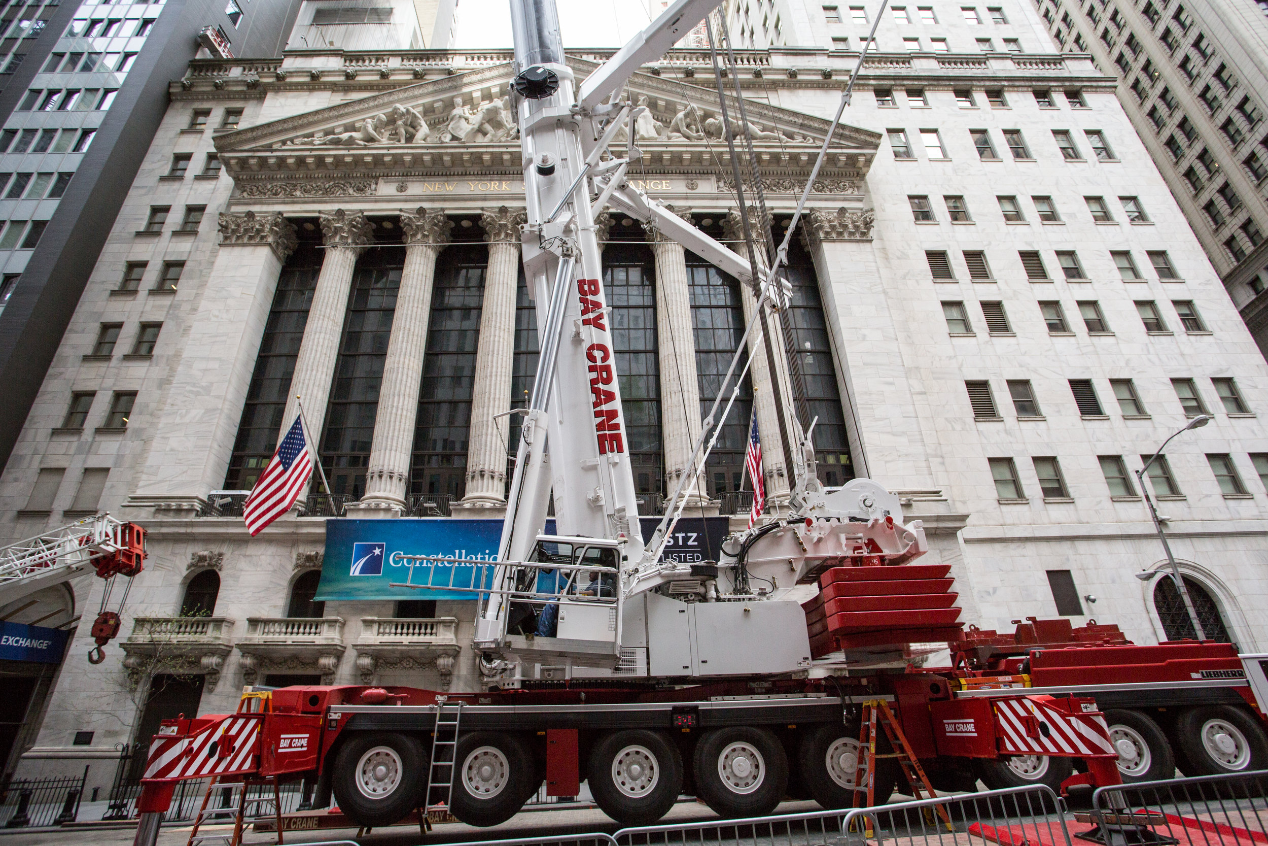 Crane in front of stock exchange.jpg