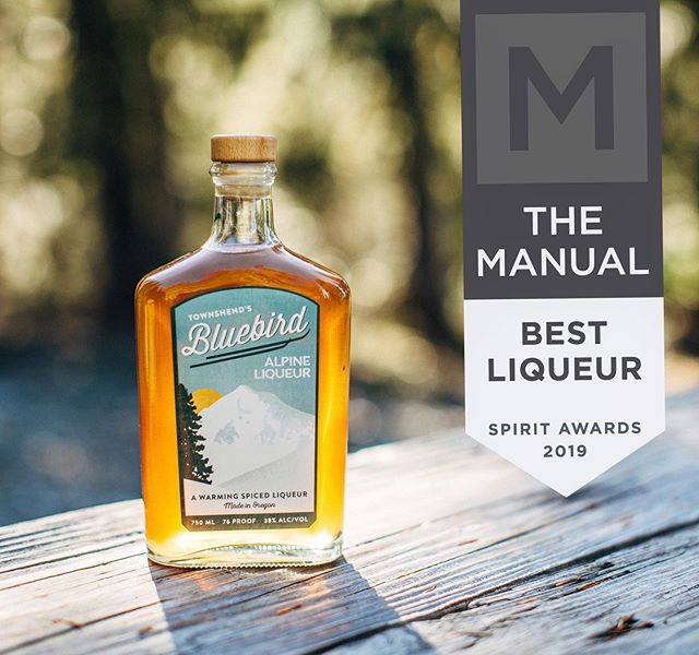 "Daaaaang what incredible news to wake up to! We got voted Best Liqueur by @themanualguide for 2019! If you're not familiar- it's our little sumptin' sumptin' for chilly winter days or tropical tiki nights. The Bluebird hefts quite a bit of ginger, fennel, and Angelica root (think ""savory maple""), and few other botanicals. This is so cool you guys! 🏔🐦🔥 #bluebirdthegoodword  #townshends #witchplease . . . . #herbblurb #makersofbotanicalspirits"