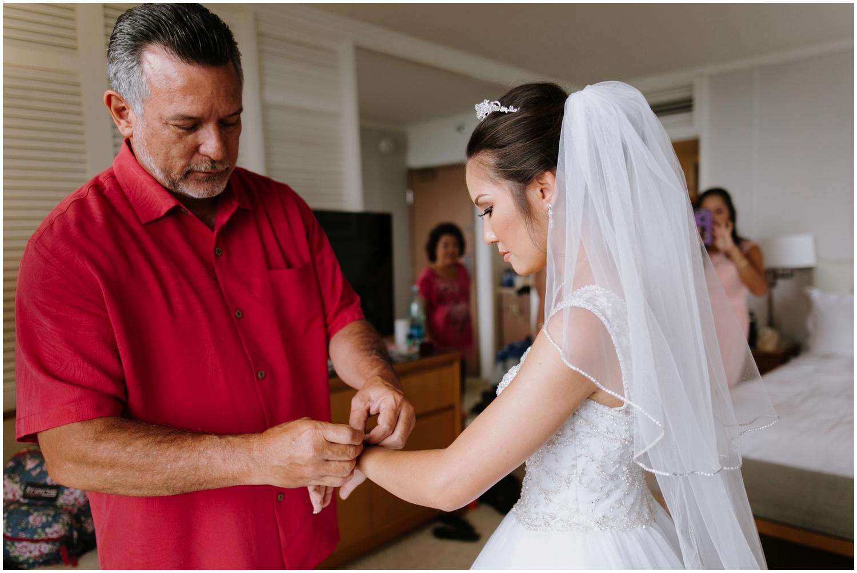 Halekulani-Hotel-Wedding-Photos_0016.jpg