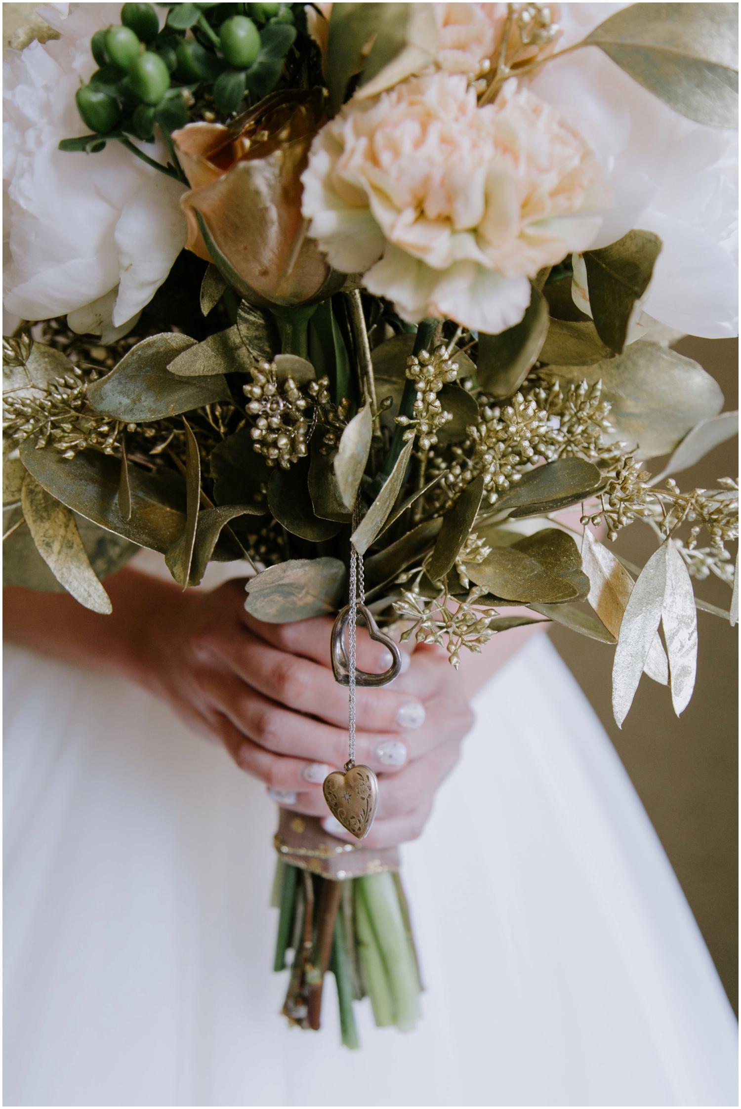 Wedding bouquet, wedding bouquet charm, honolulu hawaii wedding photographer, cafe julia hawaii wedding