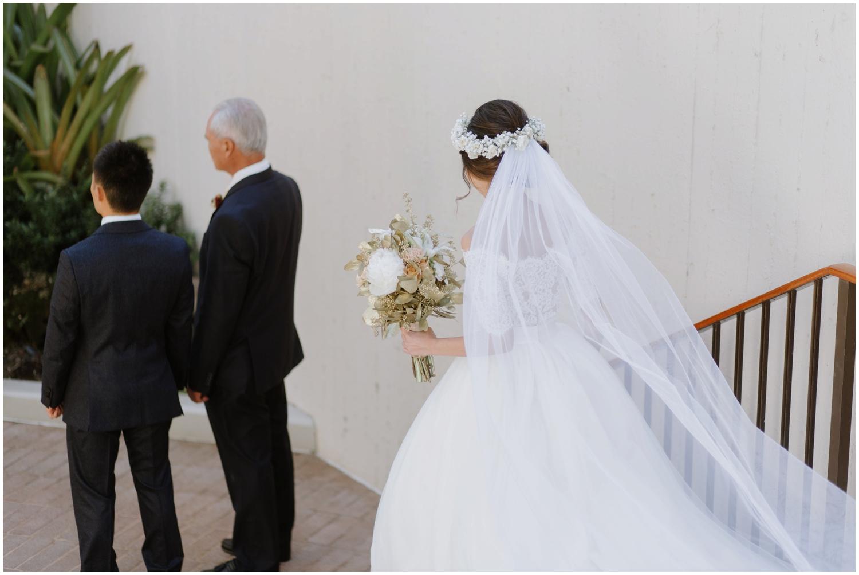 first look with groom and dad, wedding first look, Hawaii wedding, cafe julia wedding photos, honolulu hawaii wedding photos, honolulu hawaii photographer