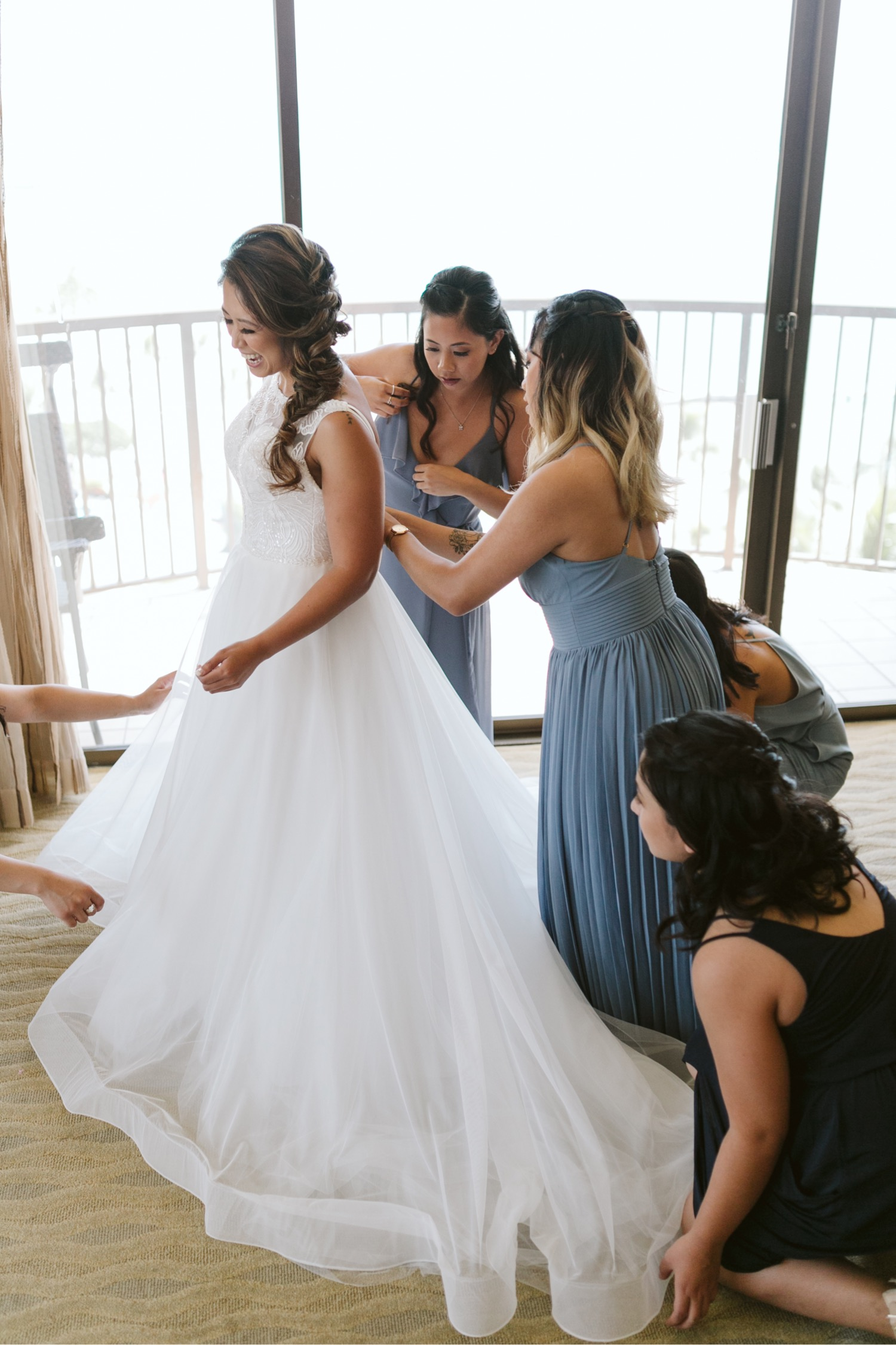 010_Brayden-Julianne-Wedding-10_Bridesmaids_Hawaiian_Village_Bride_getting_ready_Hilton.jpg