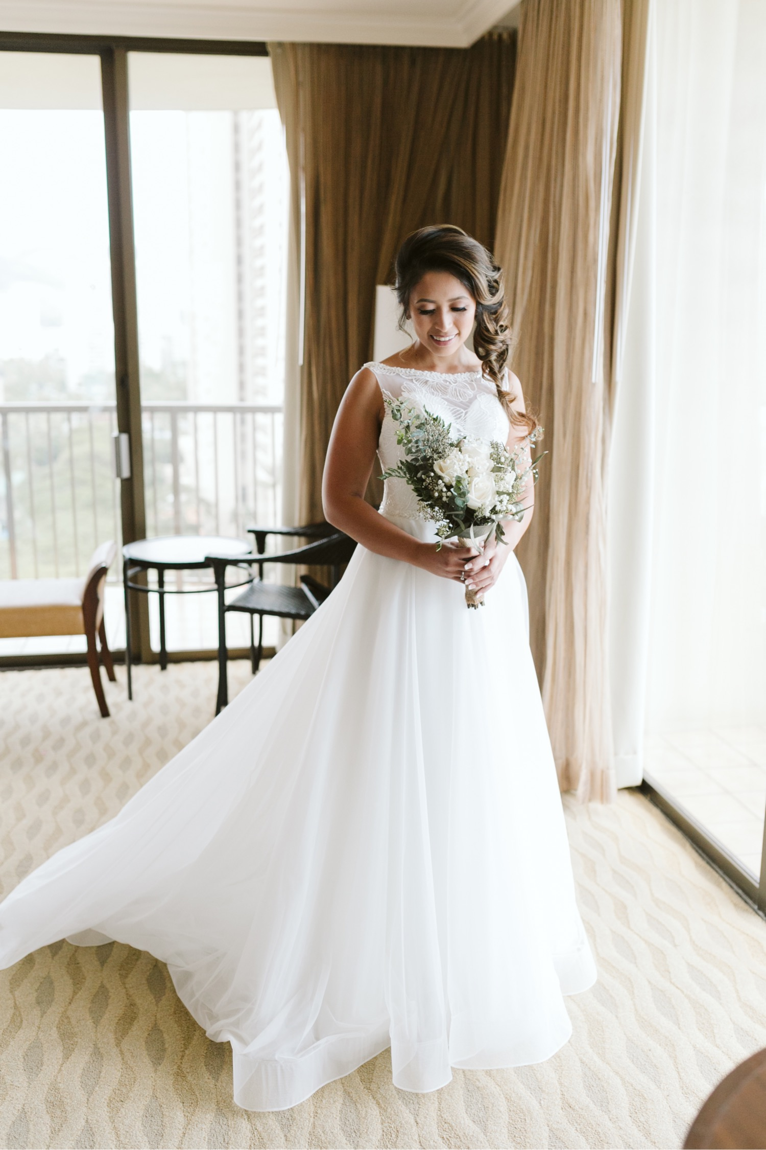 014_Brayden-Julianne-Wedding-29_Hilton_Village_portrait_Hawaiian_Bride_Bouquet_getting_flowers_ready.jpg