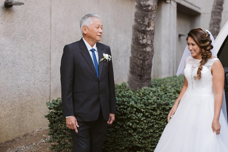 92_Julia_Hawaii_look_Honolulu_Wedding_Bride_Cafe_dad_first.jpg