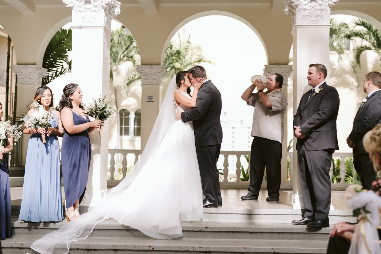 Julia_Bridesmaids_Groom_Cafe_Ceremony_Bride_Groomsmen_Shell_Conch_Hawaii_Honolulu_Wedding_Kiss.jpg