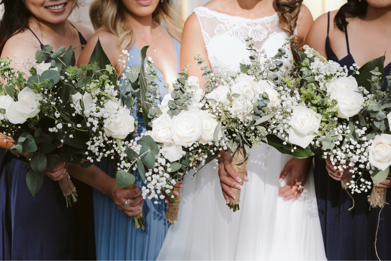 Julia_Hawaii_Bridesmaids_Honolulu_Wedding_Bride_Cafe_Bouquet_flowers.jpg