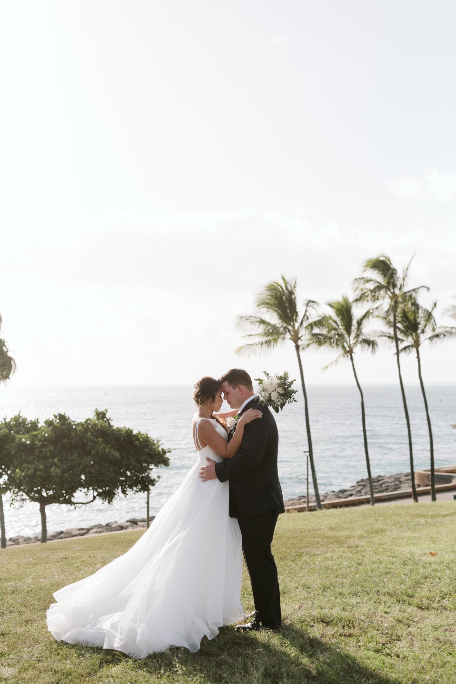 Julia_Groom_Hawaii_Waterfront_Bride_Wedding_Cafe_palm_trees_Honolulu_Kakaako.jpg
