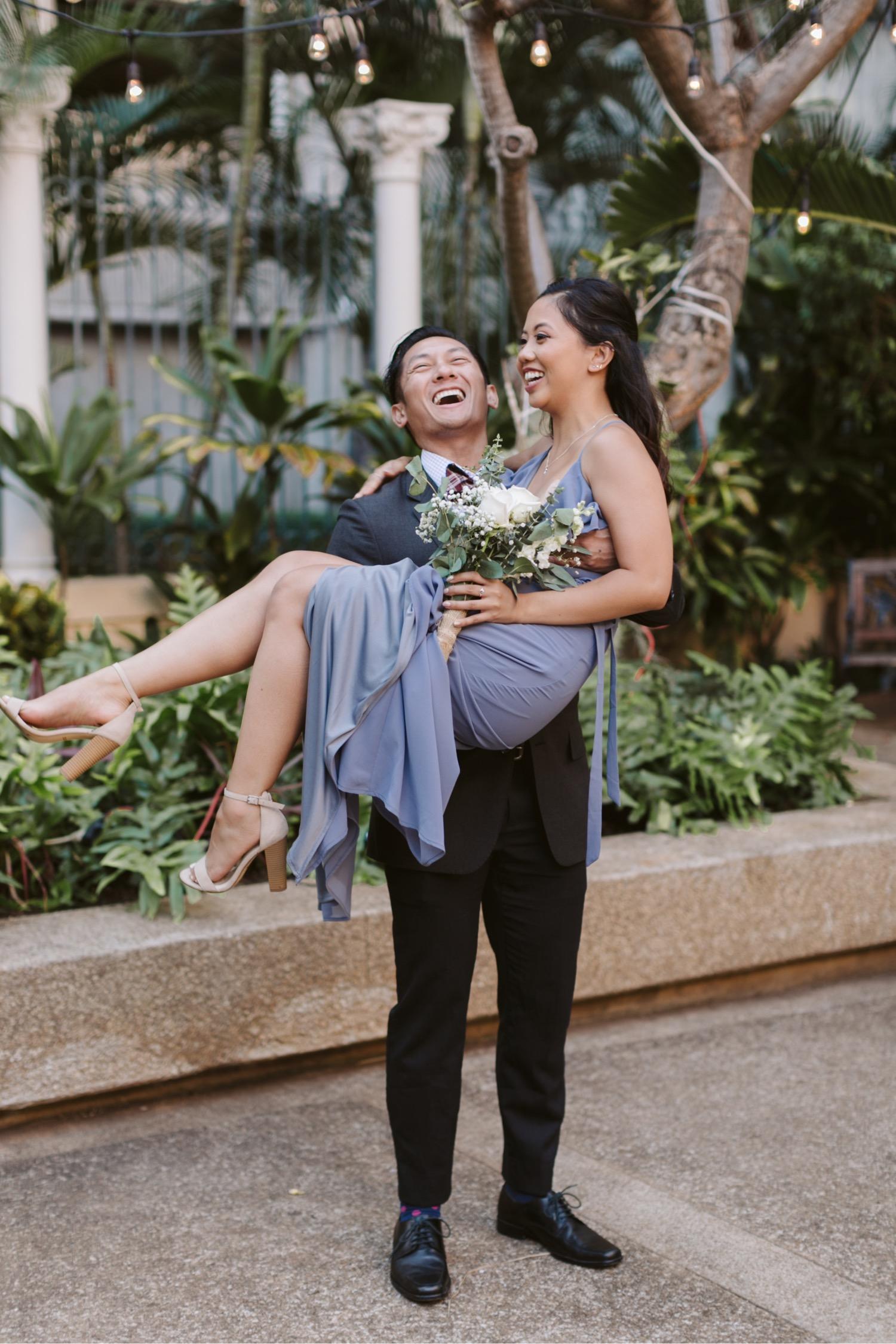 Guests_Julia_Hawaii_Bridesmaids_Honolulu_Wedding_Cafe_reception.jpg