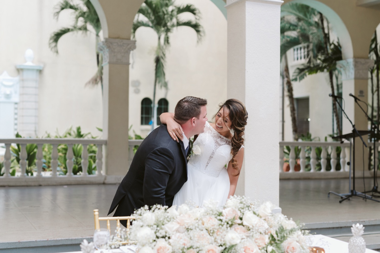 Julia_Groom_Hawaii_Honolulu_Bride_Wedding_Cafe_reception.jpg