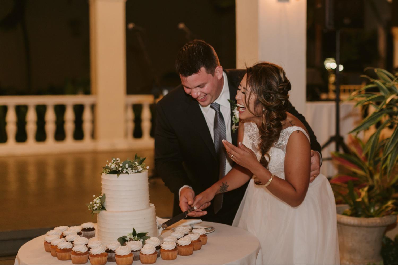 Julia_Groom_Cake_Hawaii_Honolulu_Bride_Wedding_Cutting_Cafe_reception_Cupcakes.jpg