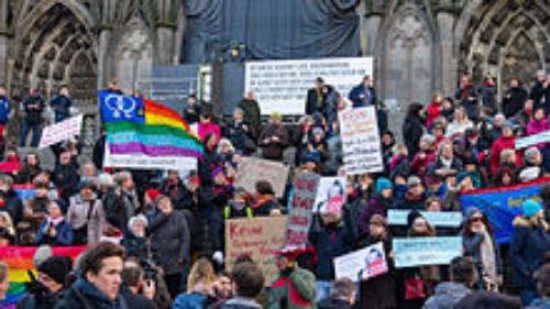 German 'flashmob' protesting Islamic atrocities in Cologne (© Raimond Spekking)