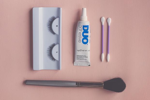 false-eyelashes-materials.jpg.pagespeed.ce.qEGVckIK2D.jpg