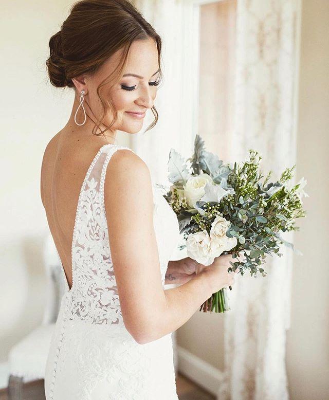 Wren Bride @katie_canady_ wearing @essenseofaustralia 😍